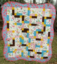 Scalloped edged crib quilt